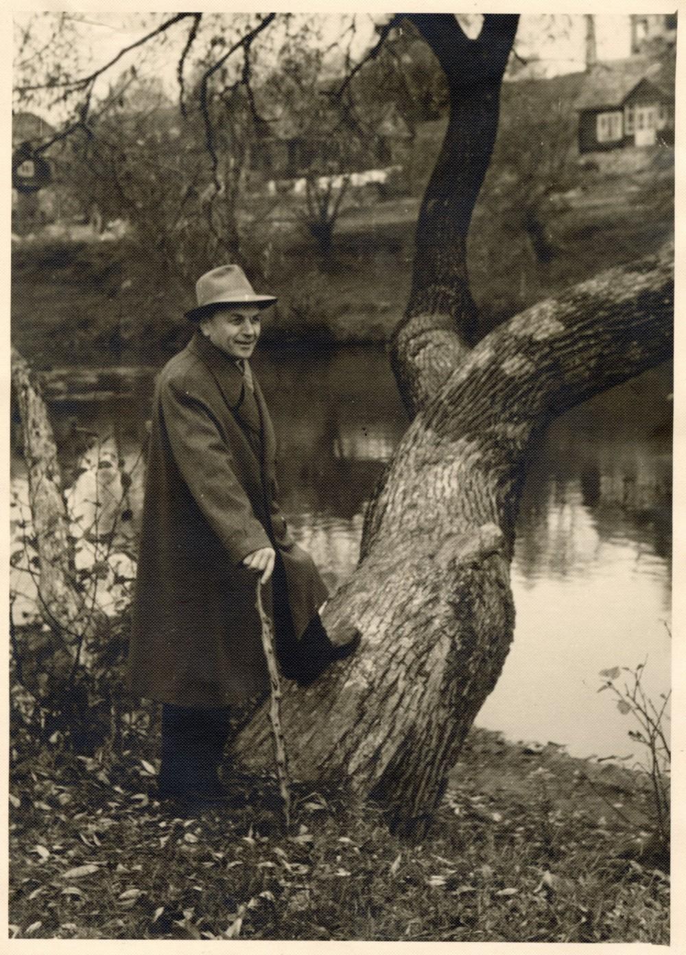 J. Baltušis Anykščiuose prie Šventosios. 1958 m.