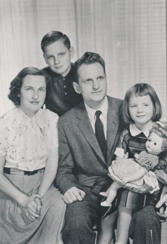 J. Kaupas su šeima