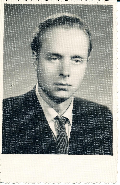 J. Mikelinskas pirmosios knygos išleidimo metu. 1960 m.
