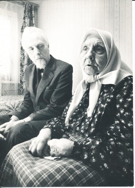 J. Mikelinskas su motina Paulina Mikelinskiene 1984 m. Vilniuje. R. Rakausko nuotrauka