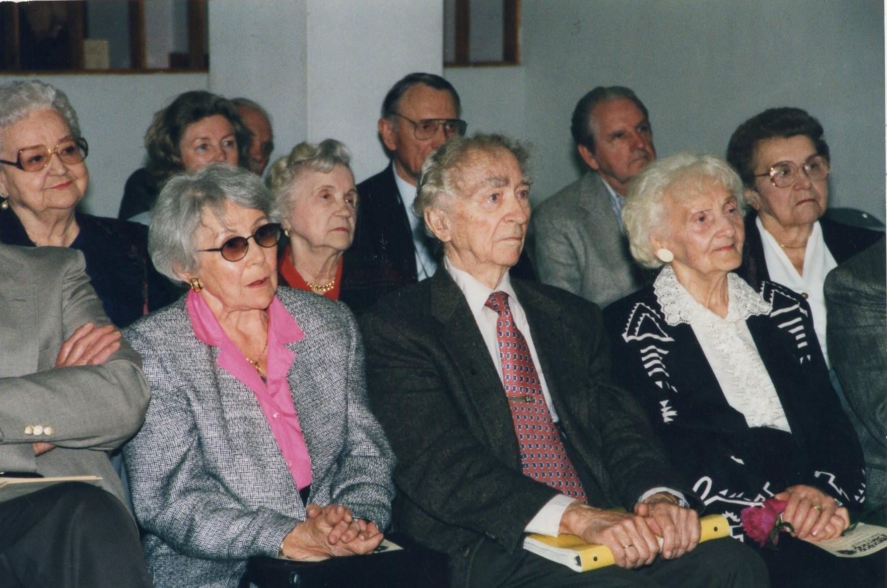 J. Švabaitė literatūros vakare žiūrovų salėje su A. ir B. Brazdžioniais. Čikaga, 2001 m.