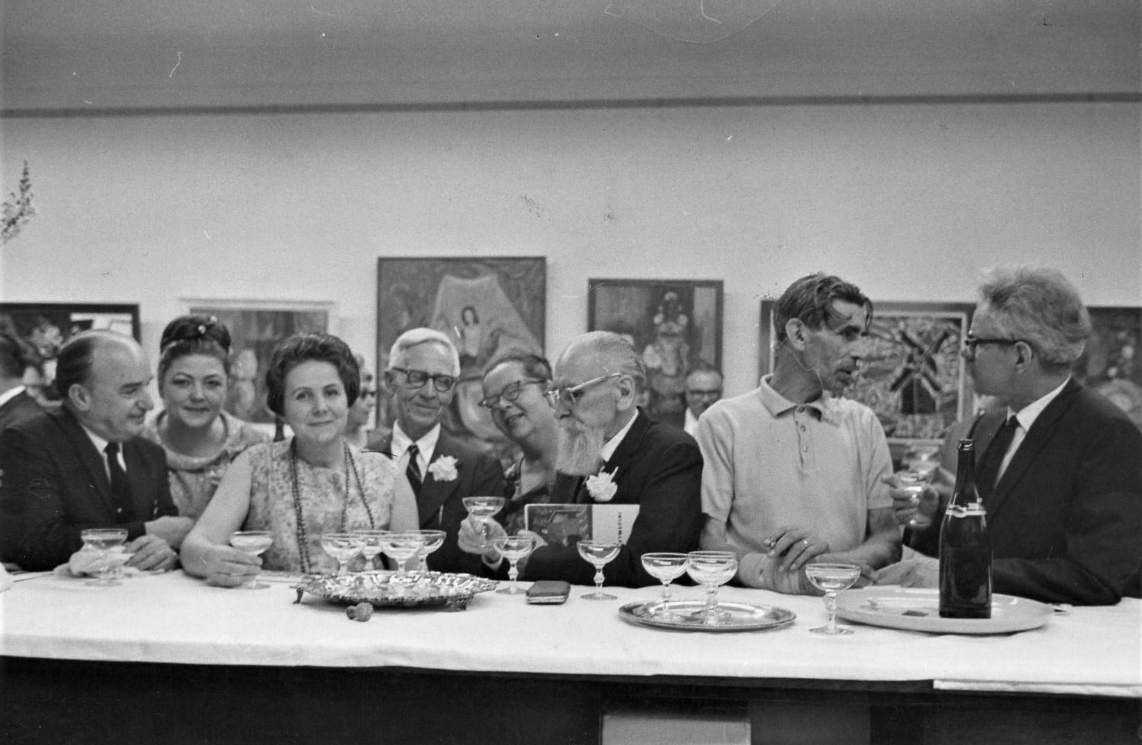 J. Švabaitė su A. Varnu, V. Petravičium ir kt. Čikaga, 1970 m.