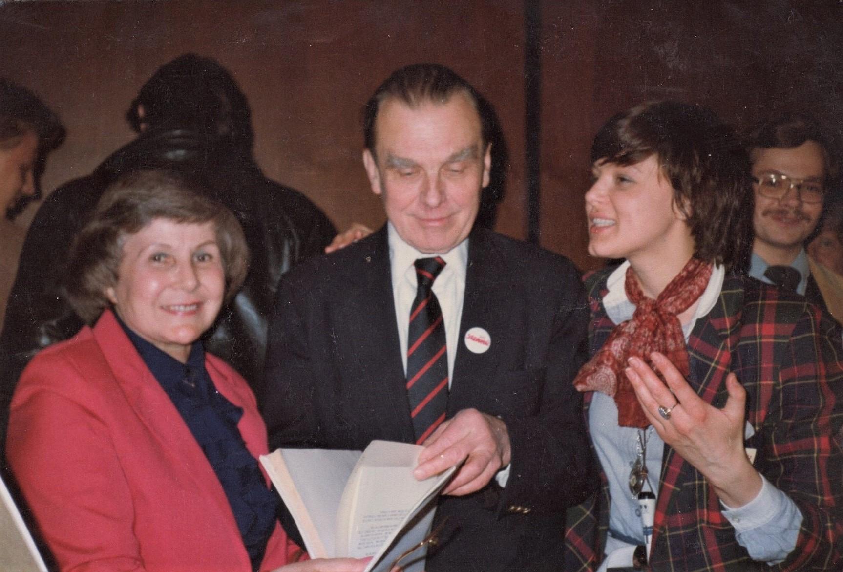 J. Švabaitė su Č. Milošu ir V. Rakauskaite-Štromiene. JAV, 1985 m.