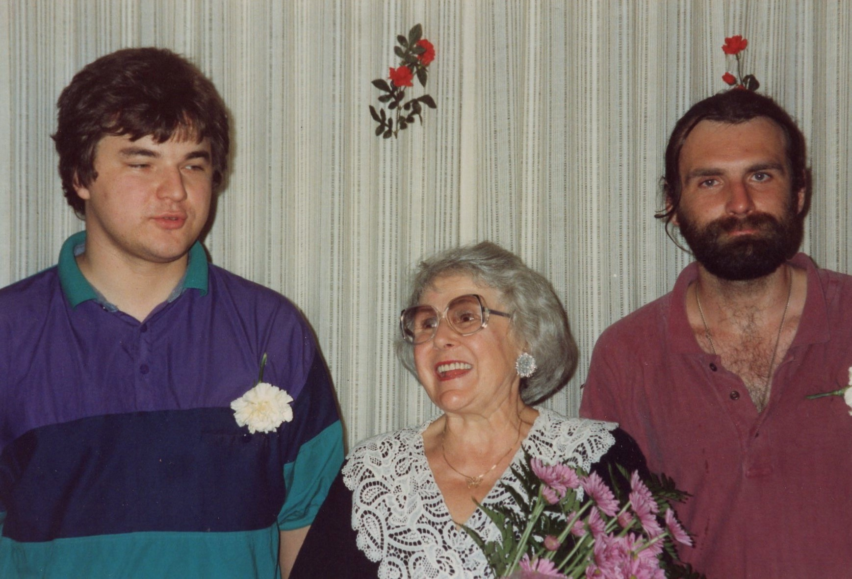 J. Švabaitė su poetais J. Keleru ir A. Marčėnu. Čikaga, Dainavos stovykla, 1992 09 01-03.10,1 x 15 cm