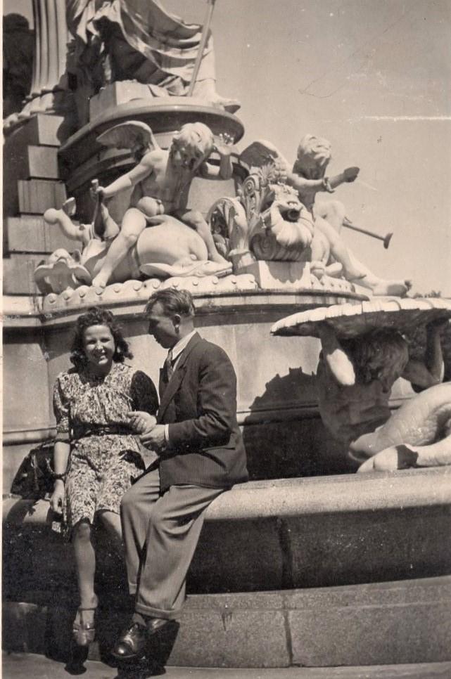 J. Švabaitė su vyru J. Gyliu Vienoje. Austrija, 1944 m.