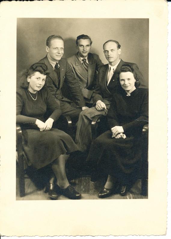 J. W. Goethe's Frankfurto universiteto Lietuvių studentų trečioji atstovybė. Frankfurtas. 1947 m. Laisvėnaitė, Grušauskas, B. Misiūnas, Seibutis, A. Kalvaitytė