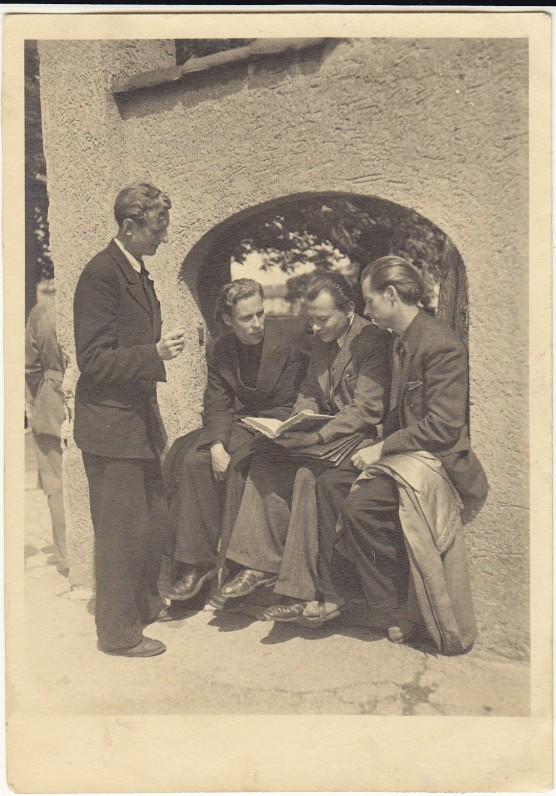 Julius Kaupas, H. Nagys, Kazys Bradūnas ir Alfonsas Nyka-Niliūnas. Augsburgas, 1947 m.