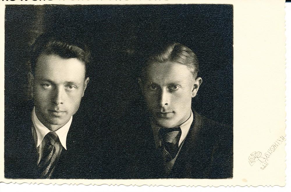 Kartu su jaunystės draugu Vytautu Remeika. 1947 m.