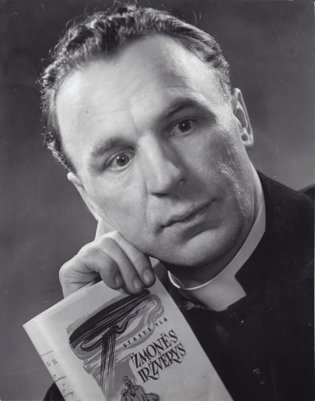 Kun. Stasys Yla. Apie 1960 m. V. Maželio nuotrauka