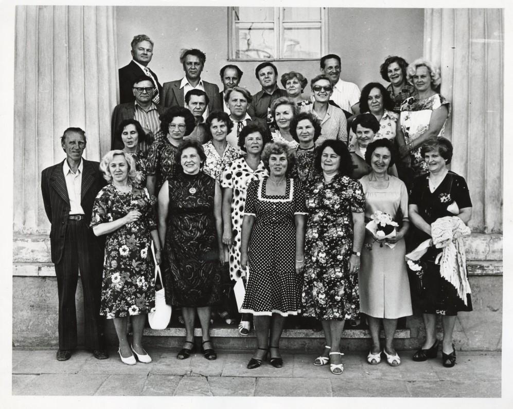 Kurso draugų susitikimas Vilniuje. A. Maldonis – ketvirtoje eilėje antras iš kairės, ketvirtas – Just. Marcinkevičius, trečioje eilėje pirmas iš kairės – A. Baltakis. 1979 m.