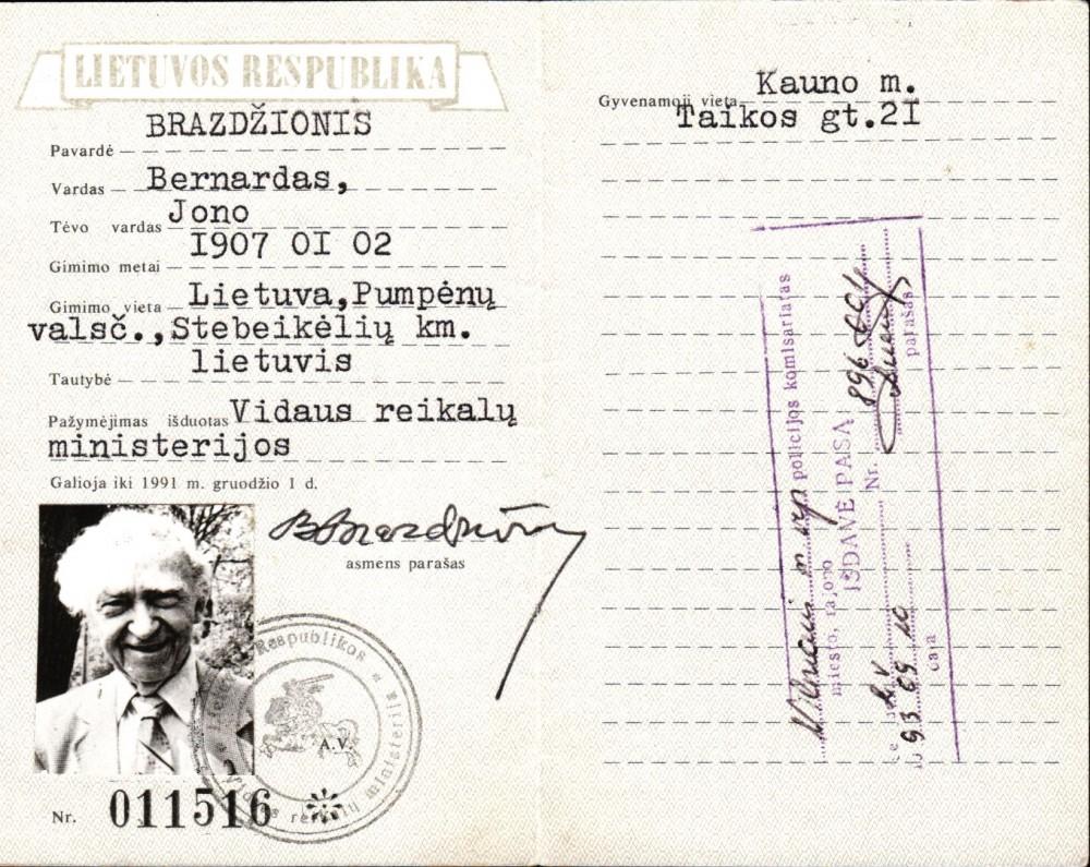LR piliečio pažymėjimas, išduotas B. Brazdžioniui 1990 m. Vilniuje