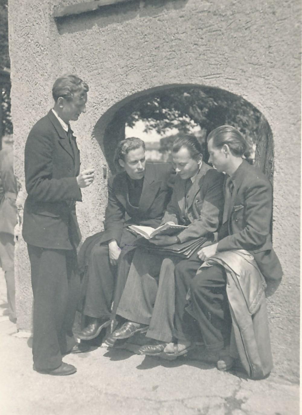 LRD suvažiavimo metu. Iš kairės – J. Kaupas, H. Nagys, K. Bradūnas, A. Nyka-Niliūnas. Augsburgas, 1947 m. liepos 11–12 d.