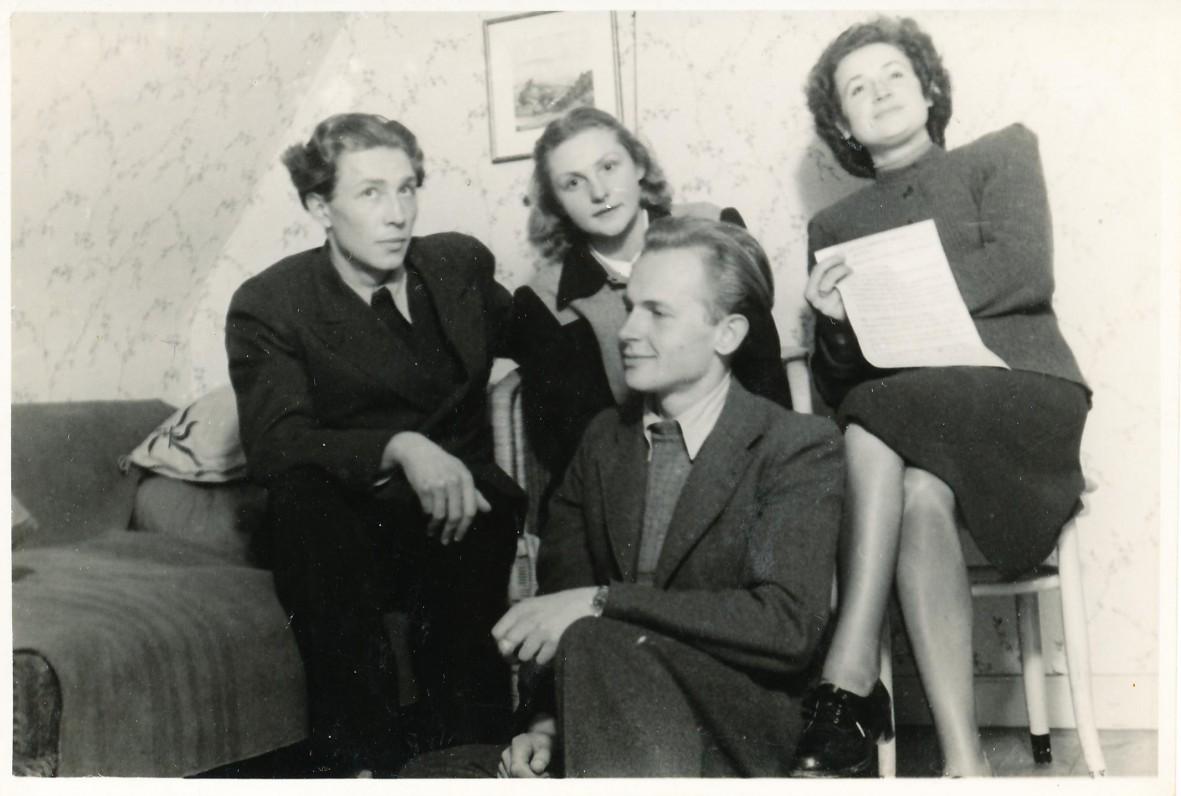 Laikinoji Freiburgo Universiteto studentų atstovybė. Apie 1947 m. V. Janavičius, D. Jasaitytė, A. Veščiūnaitė