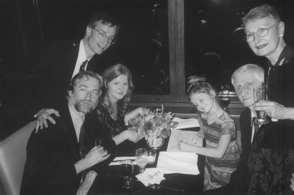 Landsbergių šeima. Sėdi Jonas su žmona Els ir dukra Emilija, stovi Paulius