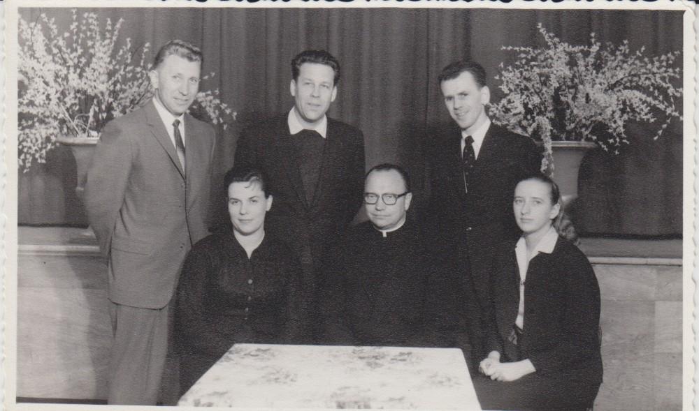Lietuvių kultūros valdyba. Apie 1960 m. Stovi – J. Lukoševičius, H. Nagys, V. A. Jonynas; sėdi – …, tėvas Borisevičius, I. Gražytė-Maziliauskienė
