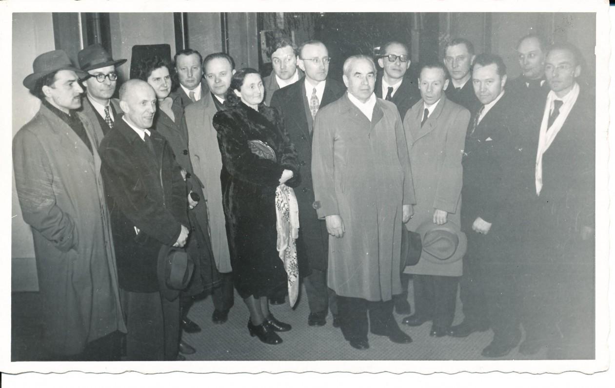 Lietuvių rašytojų suvažiavimas. Čikaga. 1951 m. A. Baronas stovi aštuntas iš dešinės