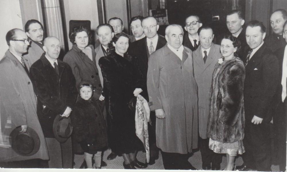 Lietuvių rašytojų suvažiavimas. Čikaga. 1951 m. G. Tulauskaitė su sūneliu Vyteniu – ketvirta iš kairės
