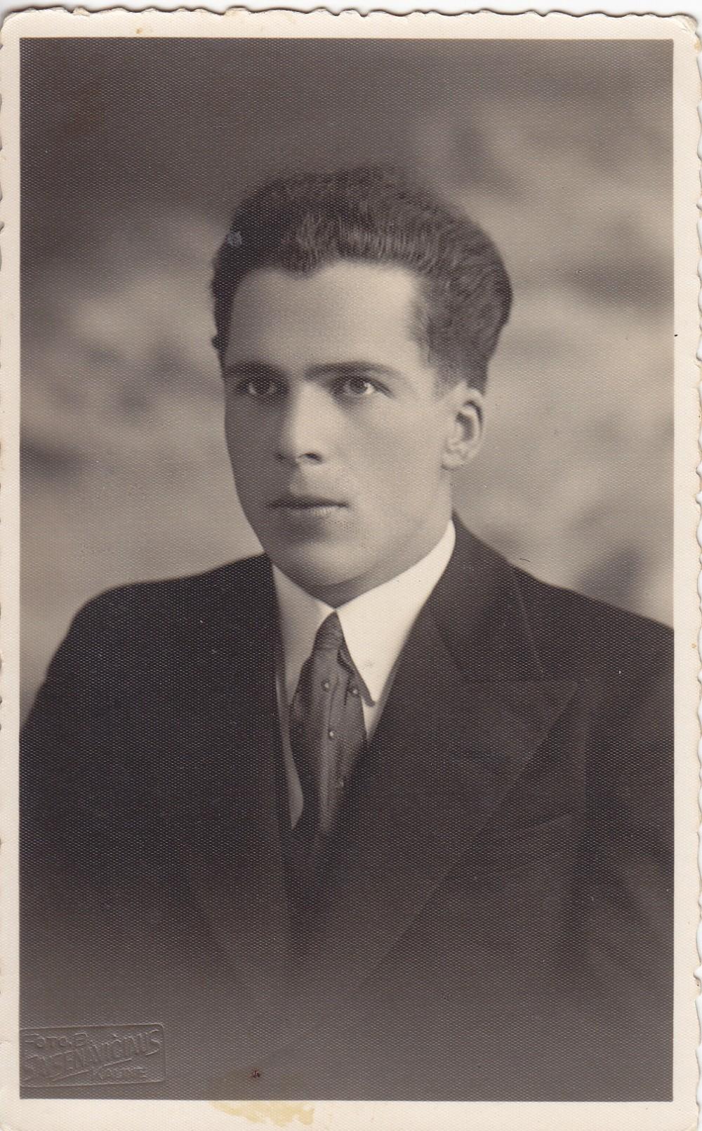 Lietuvos universiteto studentas. Kaunas. Apie 1928 m.