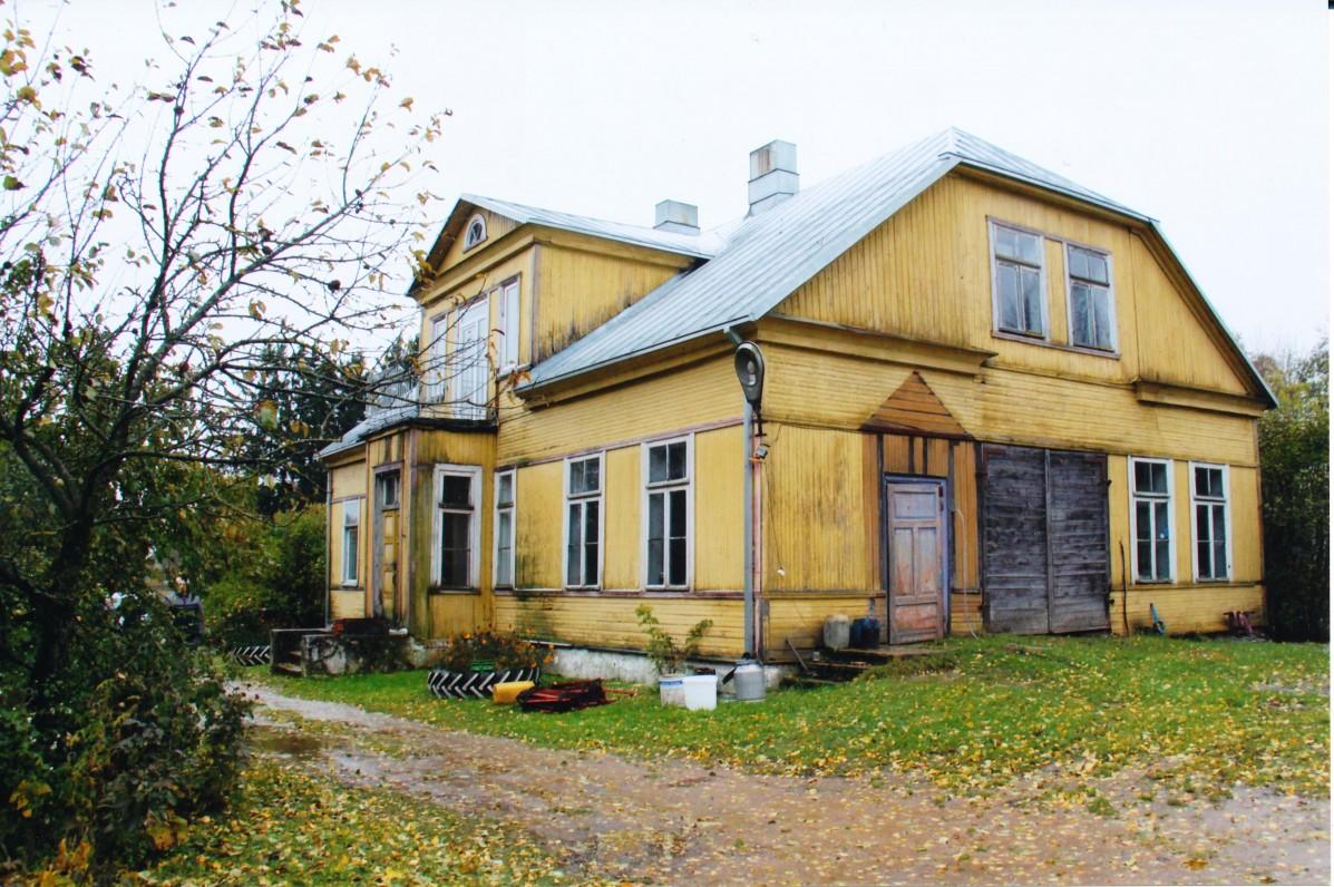 Mokykla, kurioje 1955–1959 metais mokėsi būsimoji poetė. 2009 m.