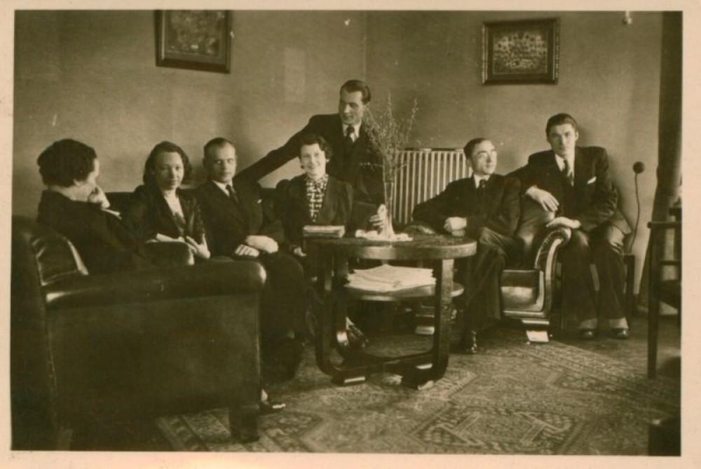 Nelė Mazalaitė su rašytojais