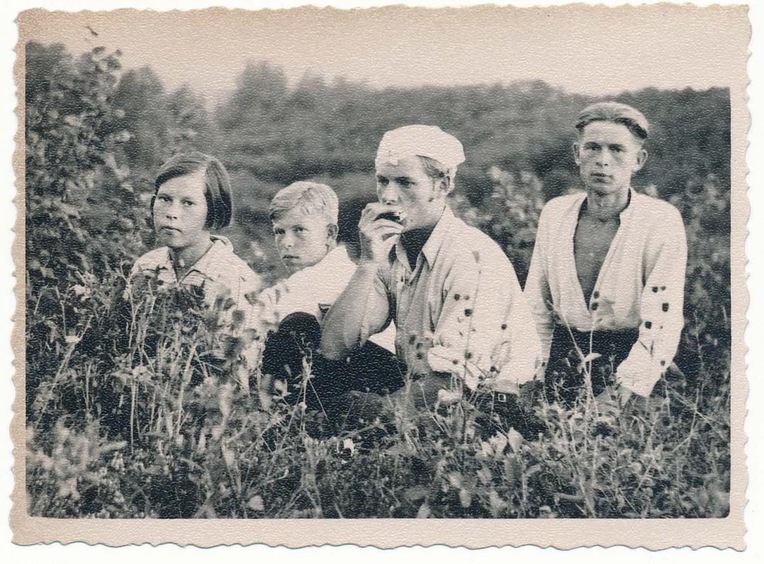 Ona, Stasys, Alfonsas ir Adolfas Čipkai. Nemeikščiai