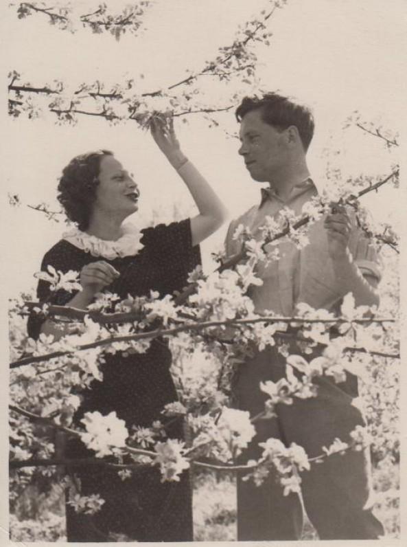 P. Cvirka 1936 m. Aukštojoje Fredoje su žmona