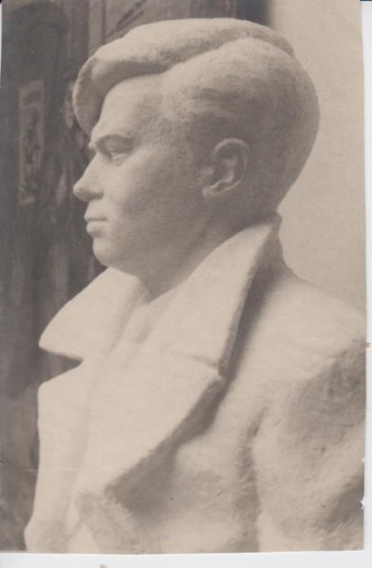 P. Cvirka 1948 m. Stalino premijos laureatas (autorius J. Mikėnas baigė rašytojo biustą)