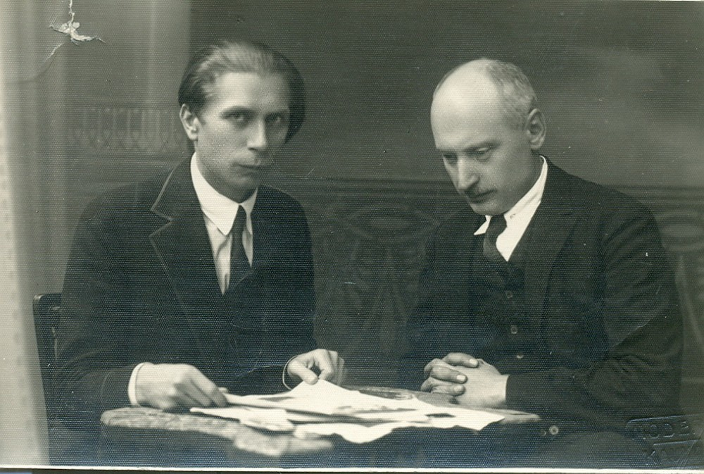 P. Vaičiūnas ir A. Vienuolis. Kaunas, apie 1920 m.