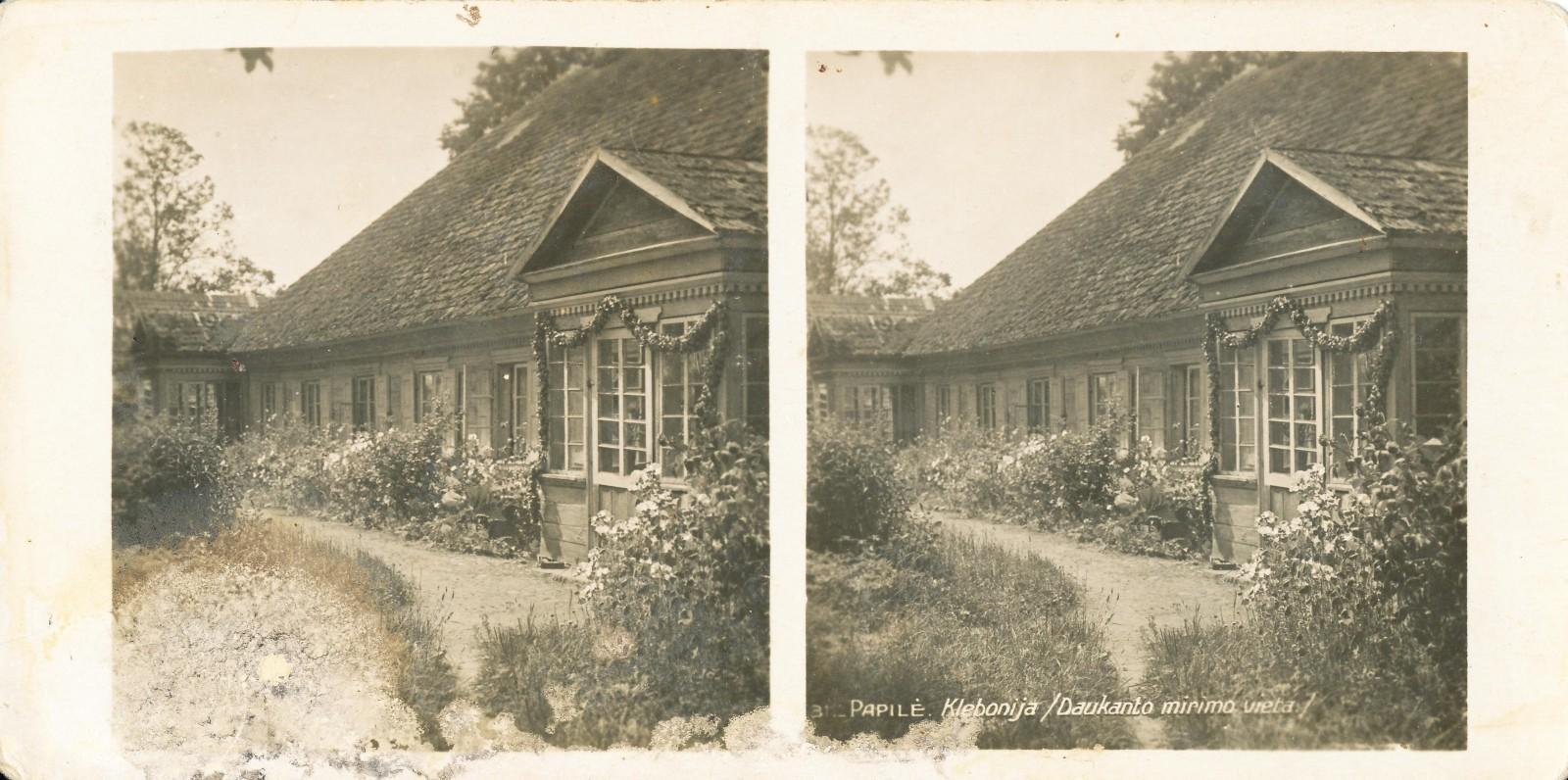 Papilė. Klebonija, kur 1861-1864 m. gyveno S. Daukantas. XX a. pr. fotoatvirukas