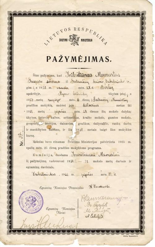 Pažymėjimas, kuriame nurodoma, kad M. Indriliūnas Gataučių-Nausėdžių pradžios mokykloje mokėsi ketverius metus. Vabalninkas. 1931 m. gegužės mėn. 30 d.