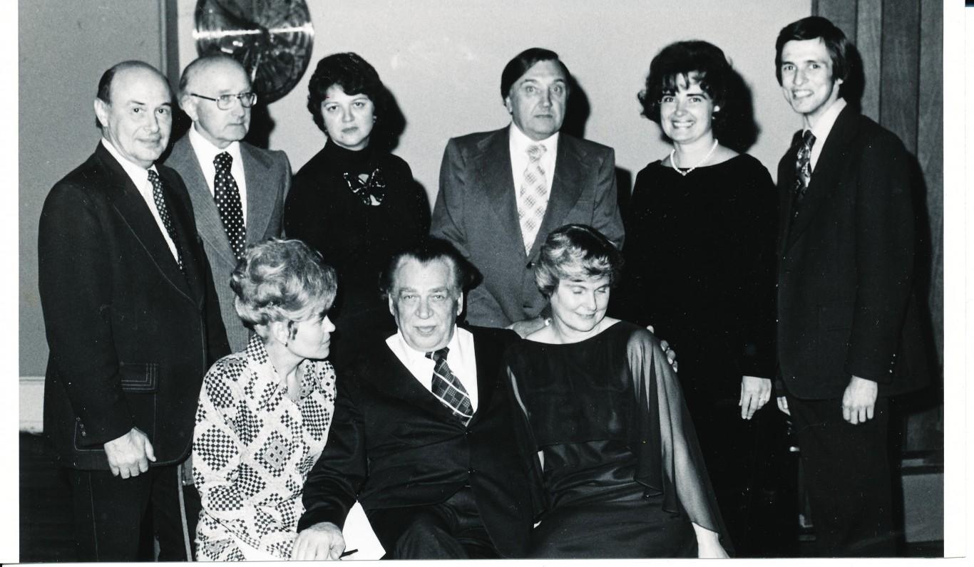 Po literatūros vakaro Filadelfijoje. 1976 m. Stovi iš kairės – P. Jurkus, A. Vaičiulaitis, než., A. Baronas, než., než. Centre sėdi A. Gustaitis
