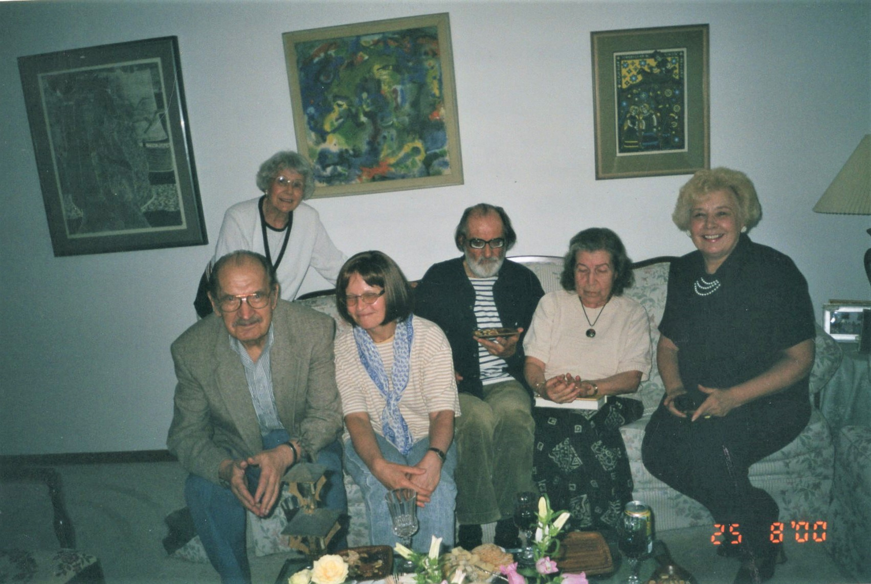 Poezijos dienų metu pas J. Švabaitę, 2001 05 Lemonte. Iš kairės – J. Švabaitė, T. Antanaitis, N. Miliauskaitė, V. Bložė, L. Sutema, A. Sakalaitė