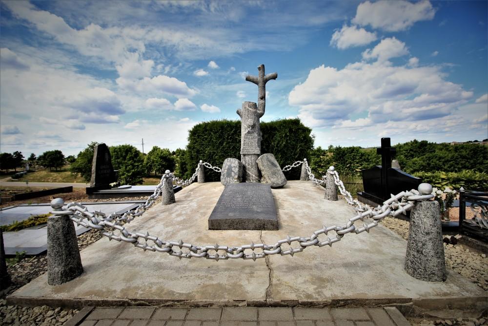 S. Daukanto kapas Papilės piliakalnio viršūnėje. Nuotr. Z. Baltrušio. 2018 m.