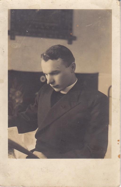 S. Yla savo kambaryje Kaune. Apie 1934 m.