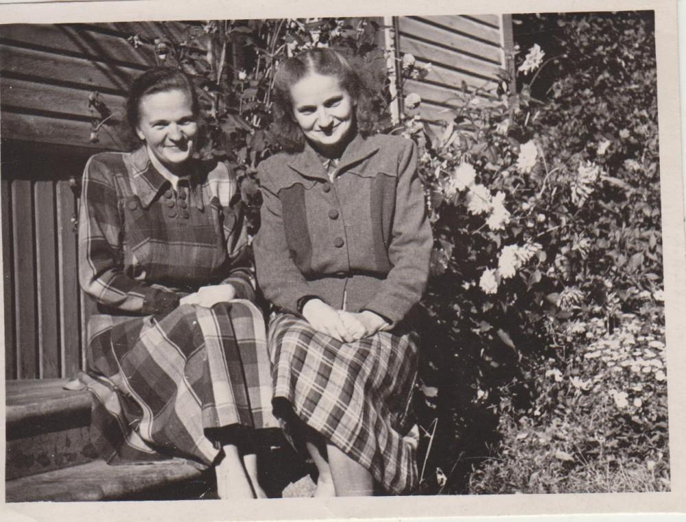 Seserys Antanina ir Elena Spurgaitės Jūrėje. Apie 1965 m.