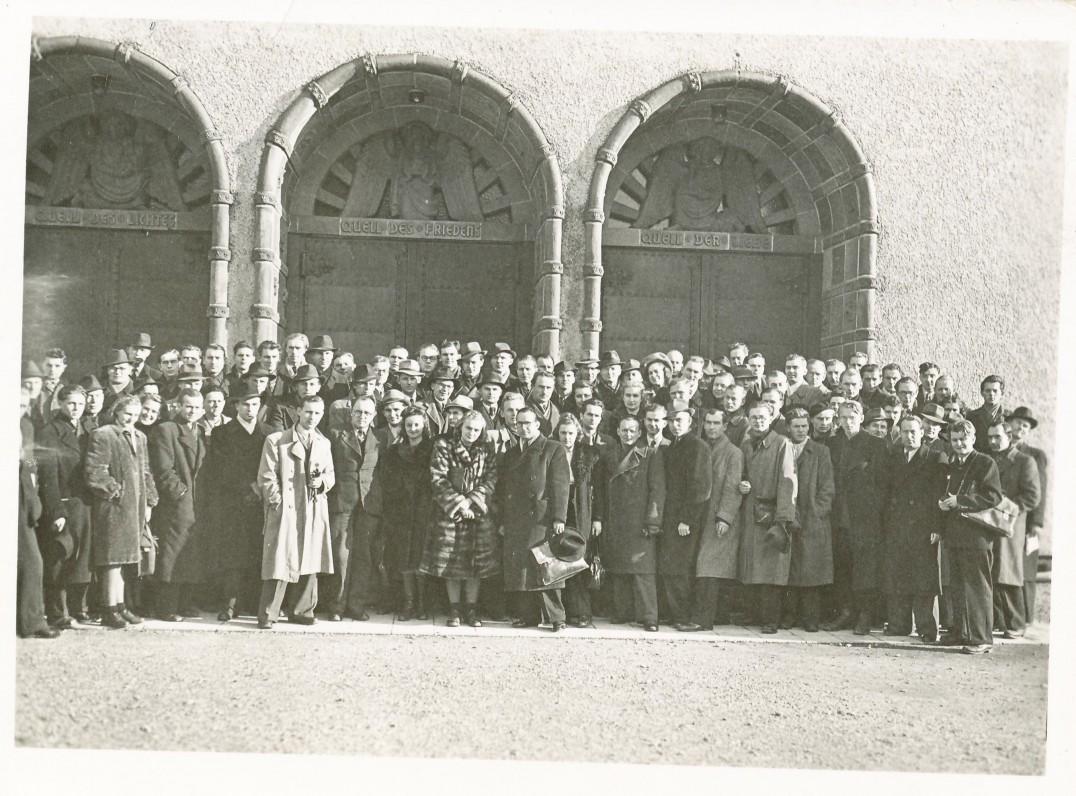 Studentų suvažiavimas Heidelberge. 1948 m. Penktoje eilėje iš dešinės pirmas – Aloyzas Baronas