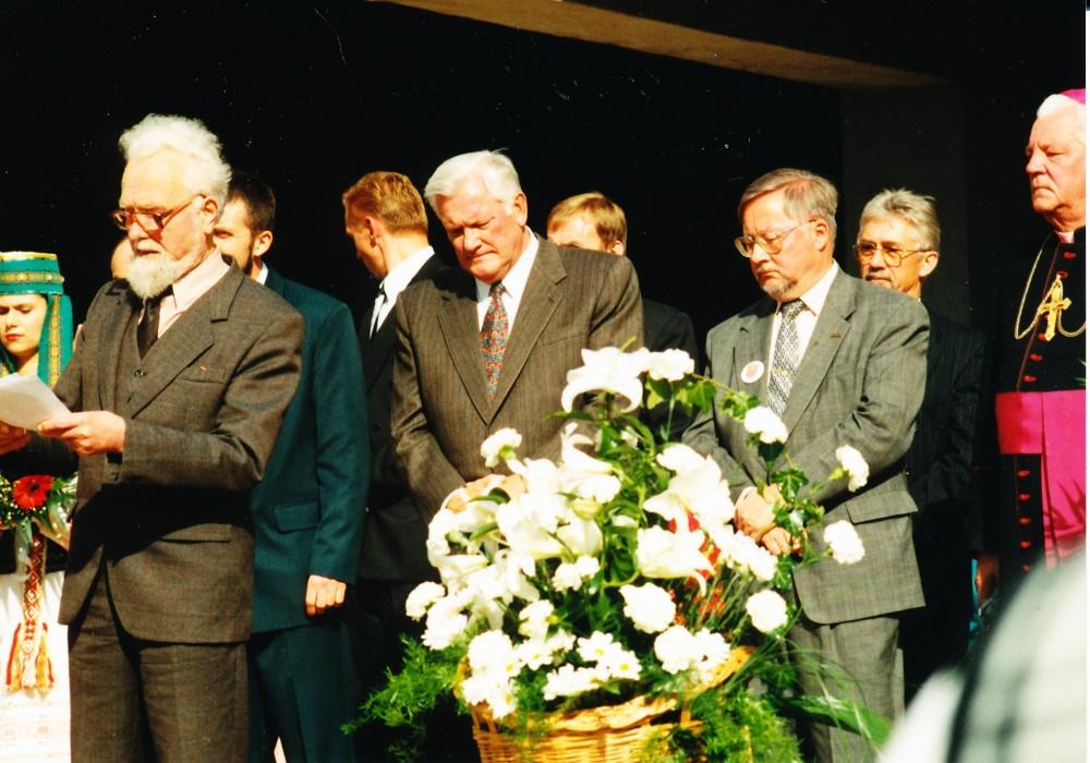 Su Prezidentu Algirdu Brazausku ir Vytautu Landsbergiu Pasvalio 500 metų jubiliejaus iškilmėse. Pasvalys. 1997 rugsėjo 20 d.