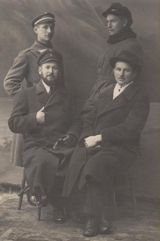 Su broliais Juozapu, Adolfu ir Kazimieru. Kaunas, 1920 m.