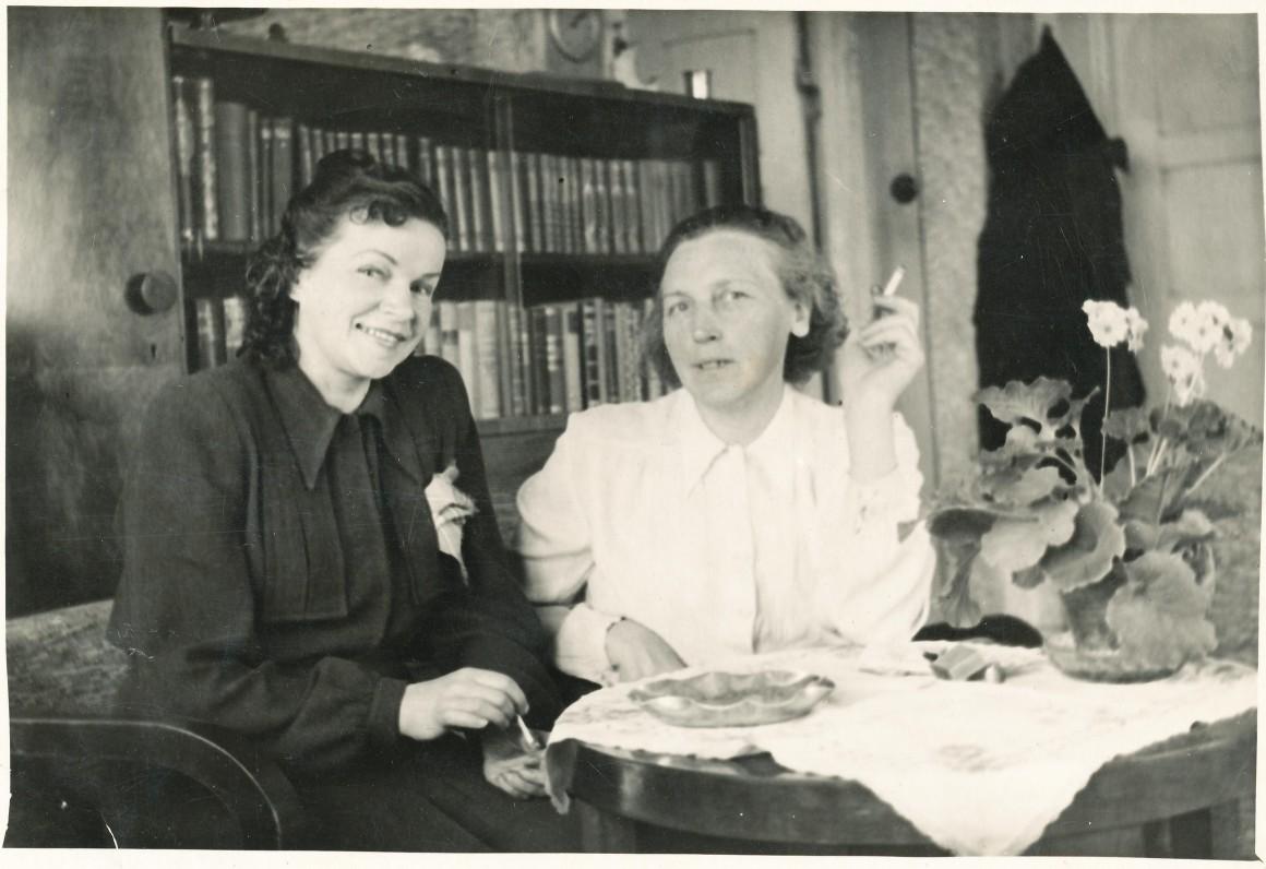 Su dailininke Valerija Juškiene. Kaunas. 1952 m.