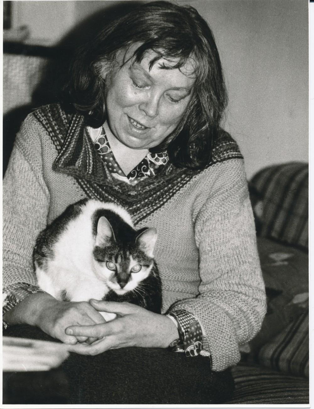 Su katyte Kleopatra Vilniuje 1985 m. Fotografė O. Pajedaitė