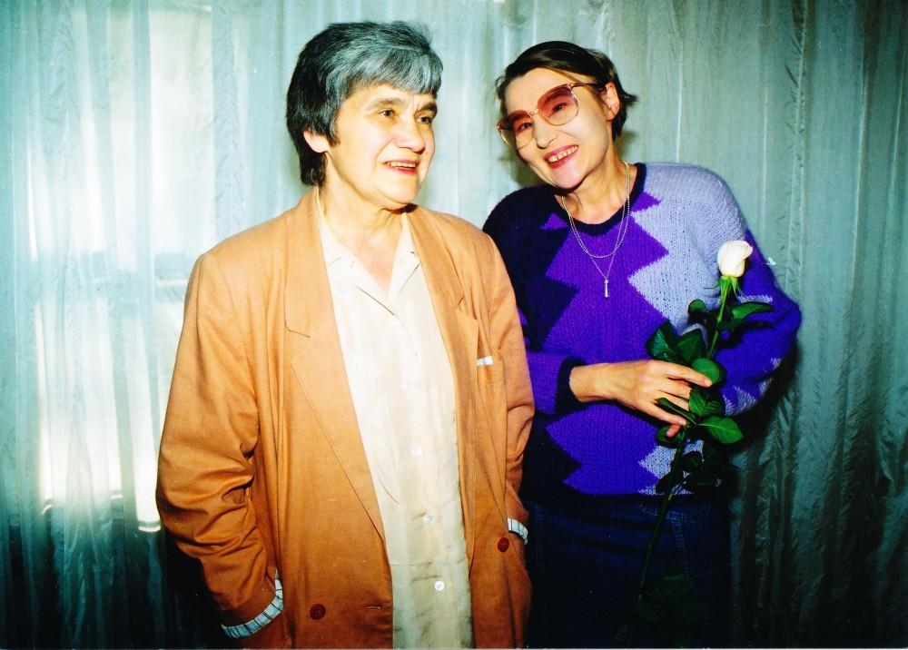 Su poete Aldona Elena Puišyte Maironio lietuvių literatūros muziejuje. 1998 m. birželio 18 d. Z. Baltrušio nuotrauka