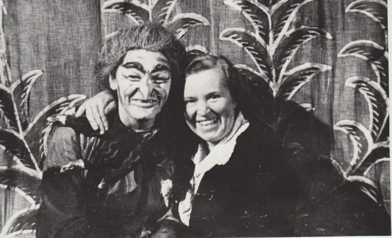 """Su ragana Kumpanose iš """"Pasakų šalies"""". 1956 m."""