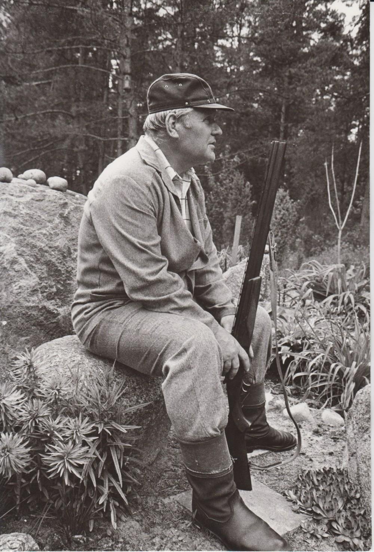 V. Petkevičius Birštone, savo vasarnamyje, 1987 m. R. Rakausko nuotrauka