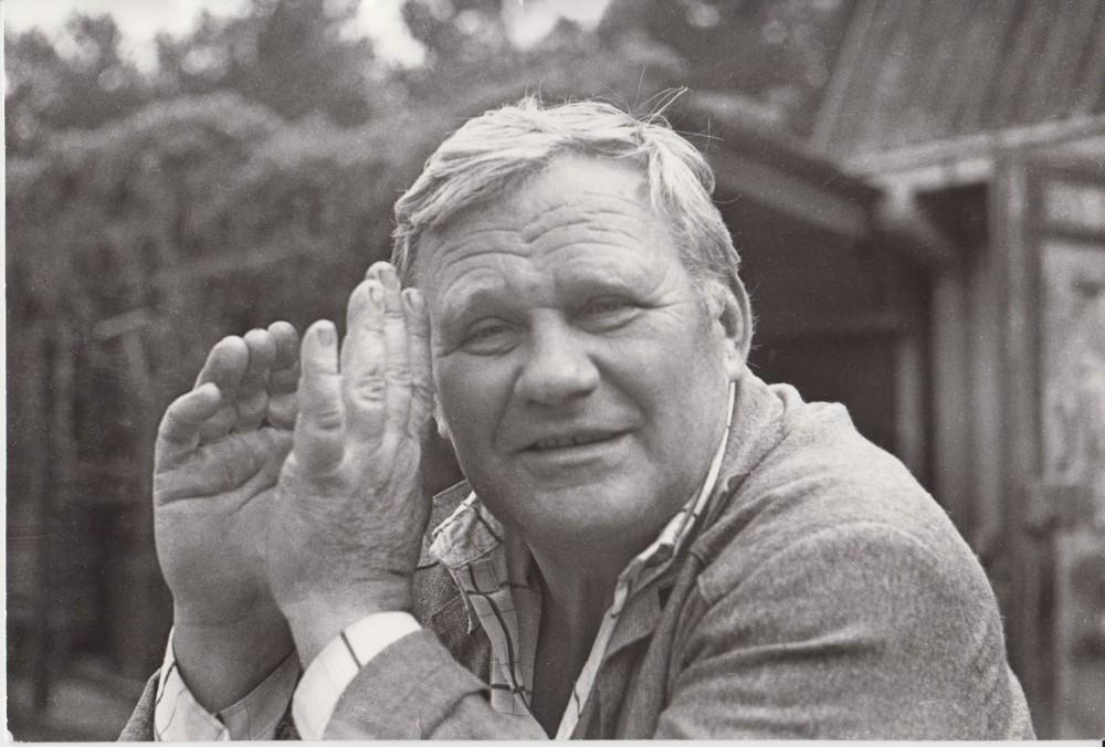 V. Petkevičius Birštone, savo vasarvietėje, 1987 m. R. Rakausko nuotrauka