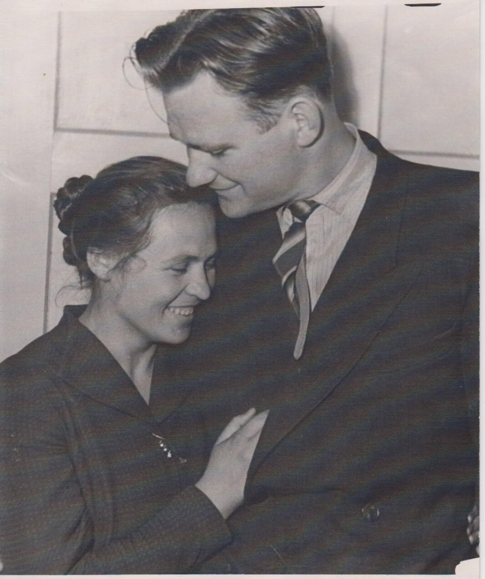 V. Petkevičius su žmona Raisa Radviliškyje, 1959 m.