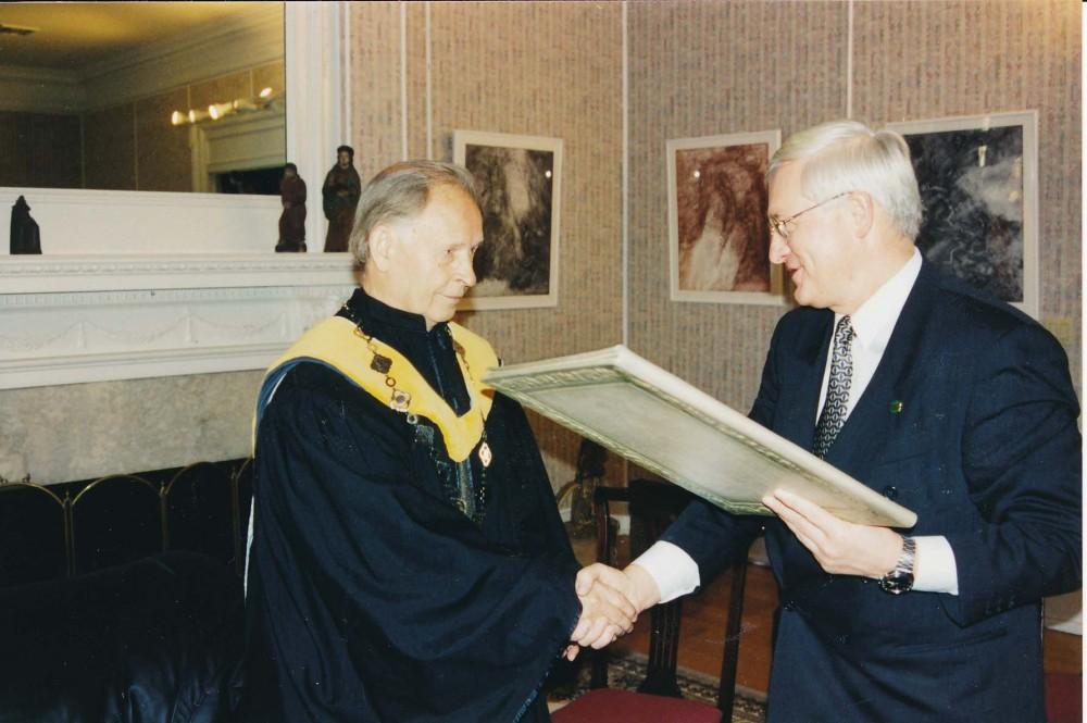VDU garbės daktaro vardo A. Nykai-Niliūnui suteikimo iškilmės Vašingtone. 1998 m.