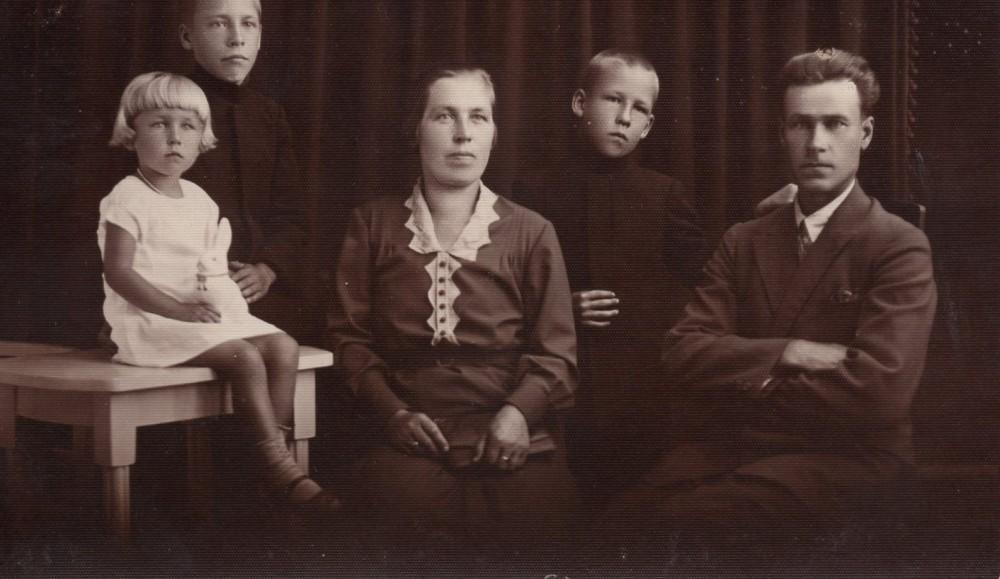 Veronika ir Augustinas Nagiai su dukra Zinaida ir sūnumis Martynu bei Henriku (dešinėje)