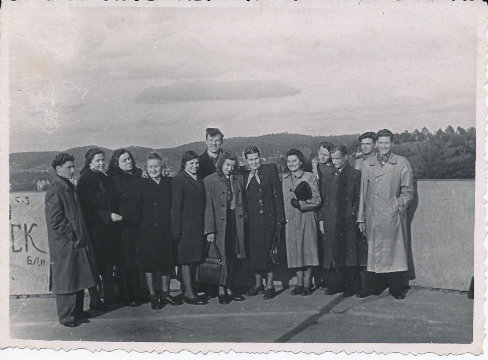 Vilniaus universiteto filologai. J. Degutytė – trečia iš kairės