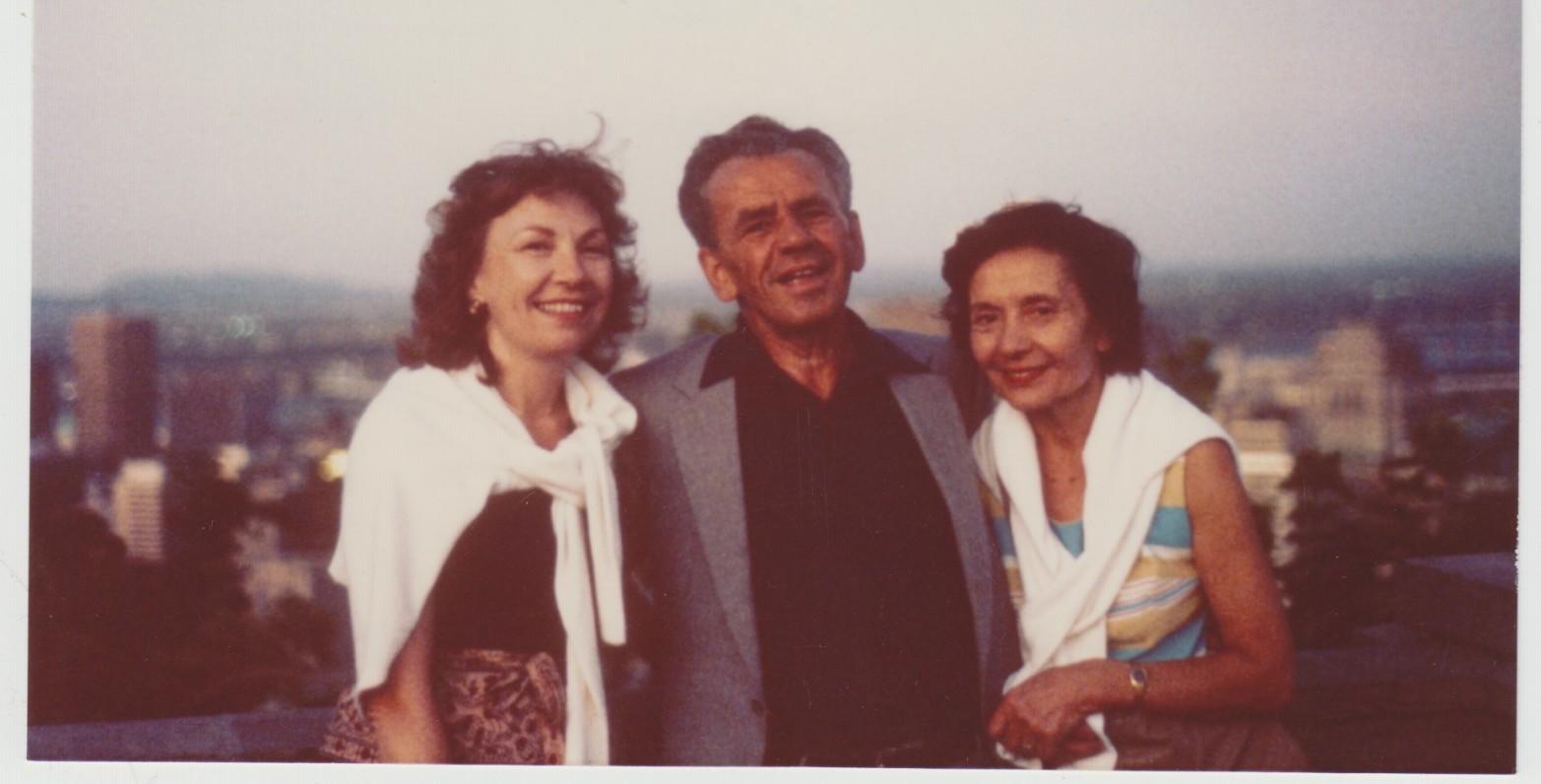 Vytautas ir Monika Jonynai su Gražina Blekaitiene. Montrealis. Apie 1985 m.