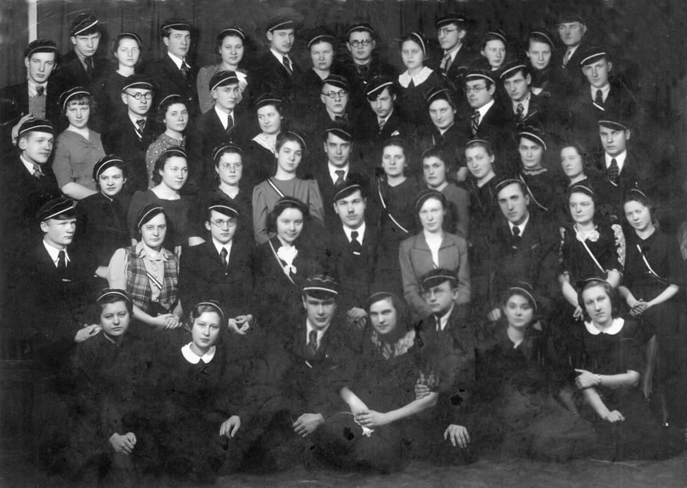 """Vytauto Didžiojo universiteto """"Šatrijos"""" draugijos nariai. Kaunas. 1939 m. V. Kazokas – trečias iš dešinės"""